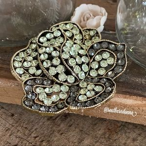Beautiful Vintage Signed Weiss Brooch